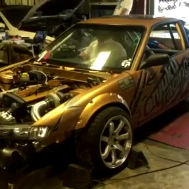 Enjuku's  700 rwhp rb25.. testing and adjusting NOS engagement.. throttle response and tip in. All the power in the world is worthless without good transient response on a drift car. Just listen to that on off transition... all on a R.S. Enthalpy rom tune.Solid E85 setup with a Holley  programable  NOS controller, super responsive GTX 3582 at 25 psi.#rsenthalpy #enjukuracing #s13 #240sx #rb25 #rb26 #s13 #holleyperformance #turbobygarrett #tune #formulad